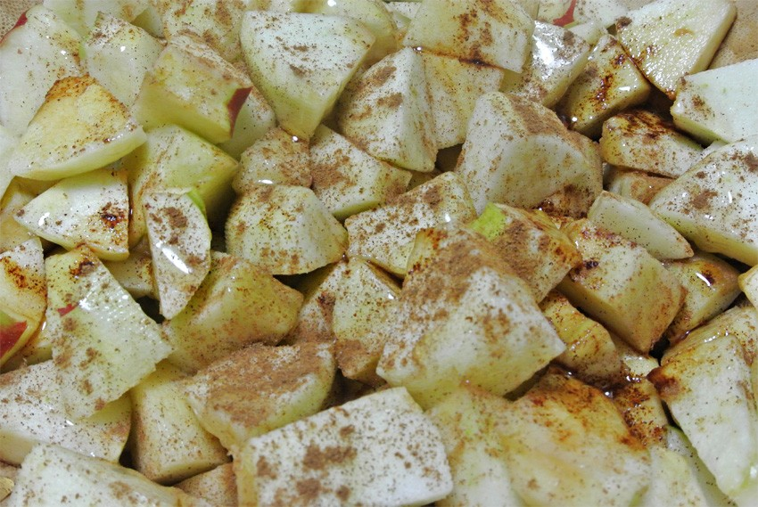 Apples in honey and cinnamon - already smells like apple pie!