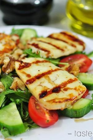 Grilled Halloumi Salad - Tasteaholics