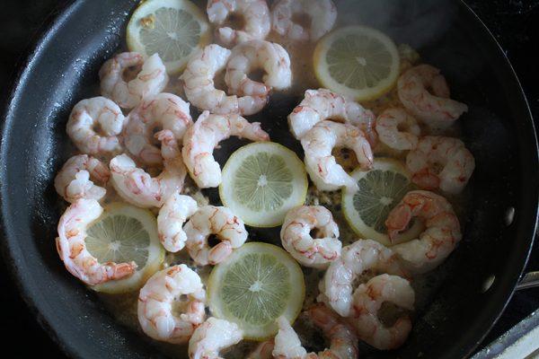 Cook lemons and shrimp
