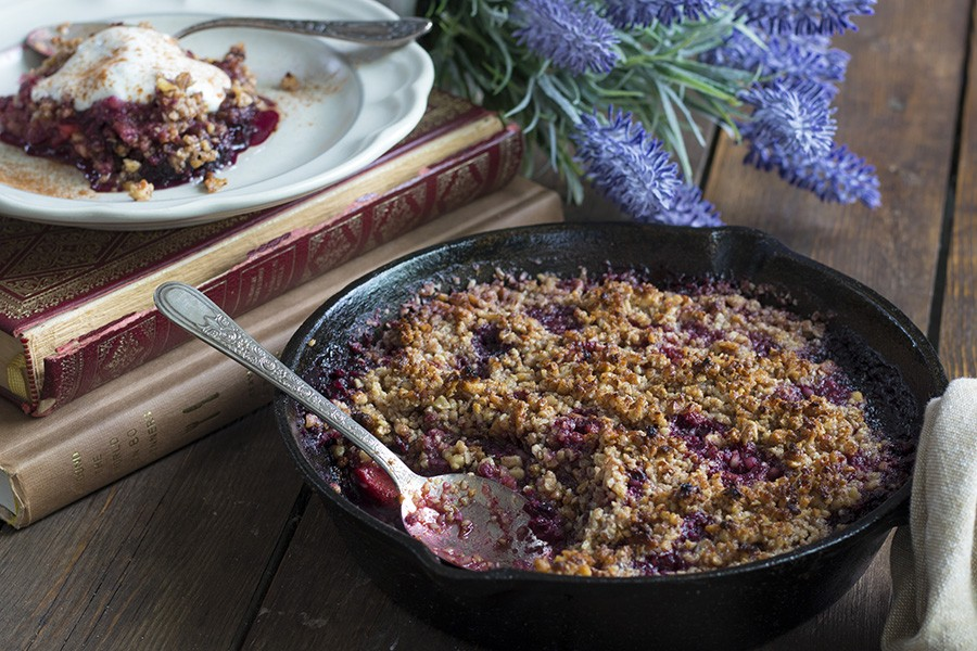 Low Carb & Sugar-Free Berry Crumble